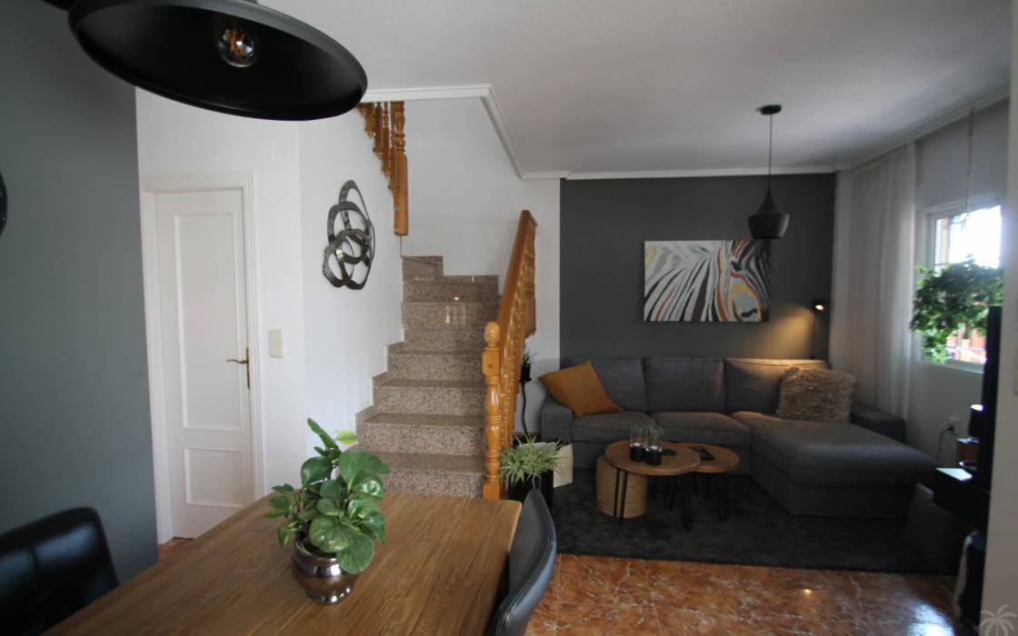 Resale - House - La Marina