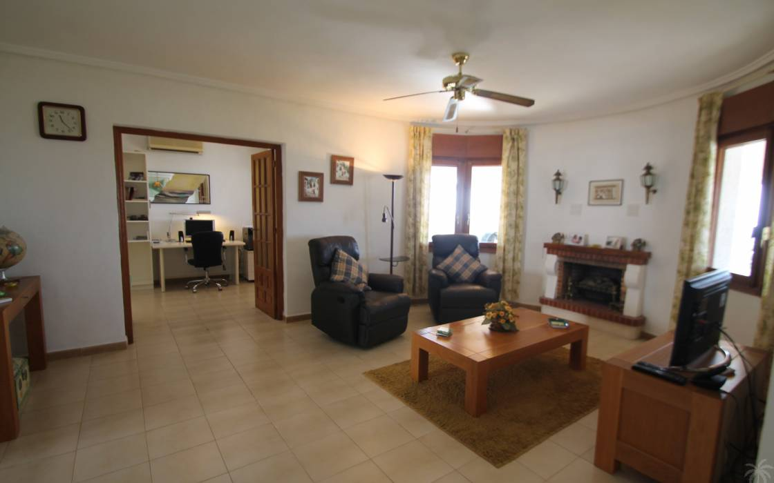 Resale - Villa - Quesada